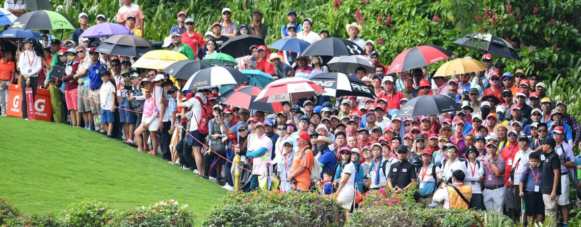 crowds gather at an LPGA golf event